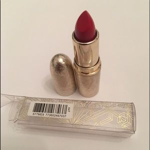 MAC Snow Ball matte lipstick- Rouge En Snow